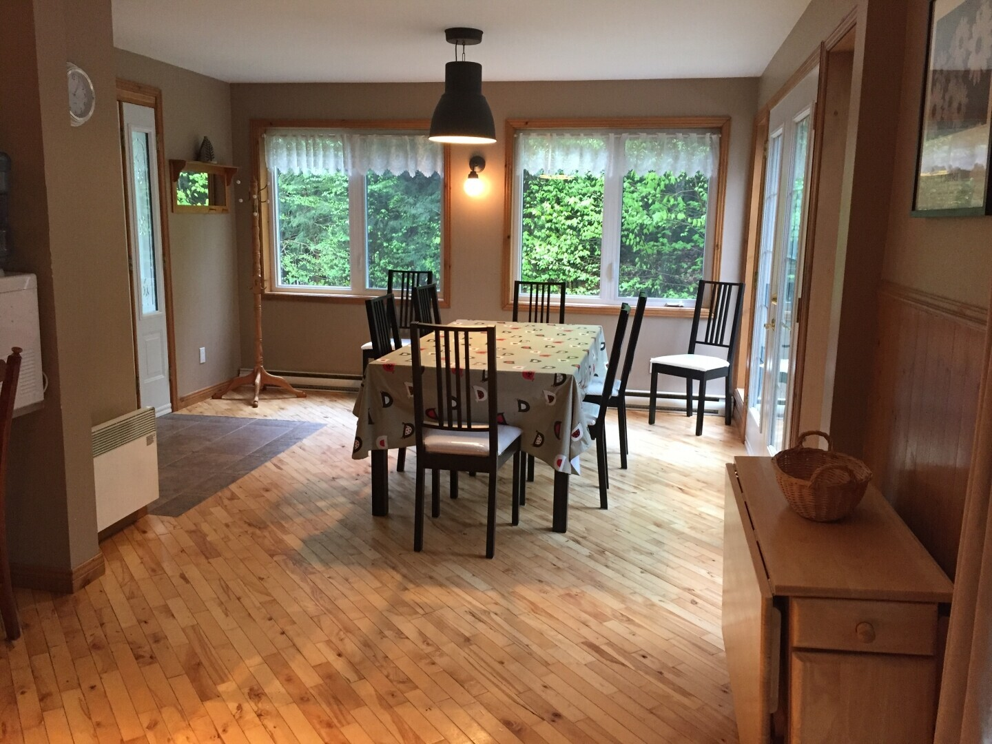 Location du chalet ste flore shawinigan shawinigan for Salle a manger in english