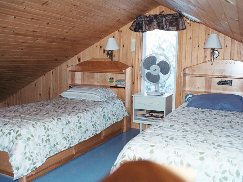 chambre mezzanine, lits simples. Chalet Fortin