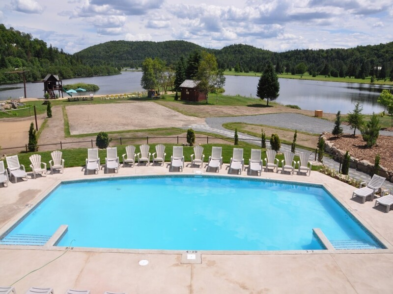 Location du chalet chalets golf royal laurentien for Club piscine granby 960 rue principale